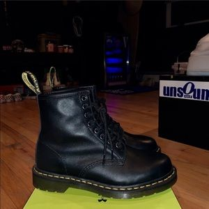 DR. MARTEN LEATHER BOOT SIZE 8 | LIKE NEW